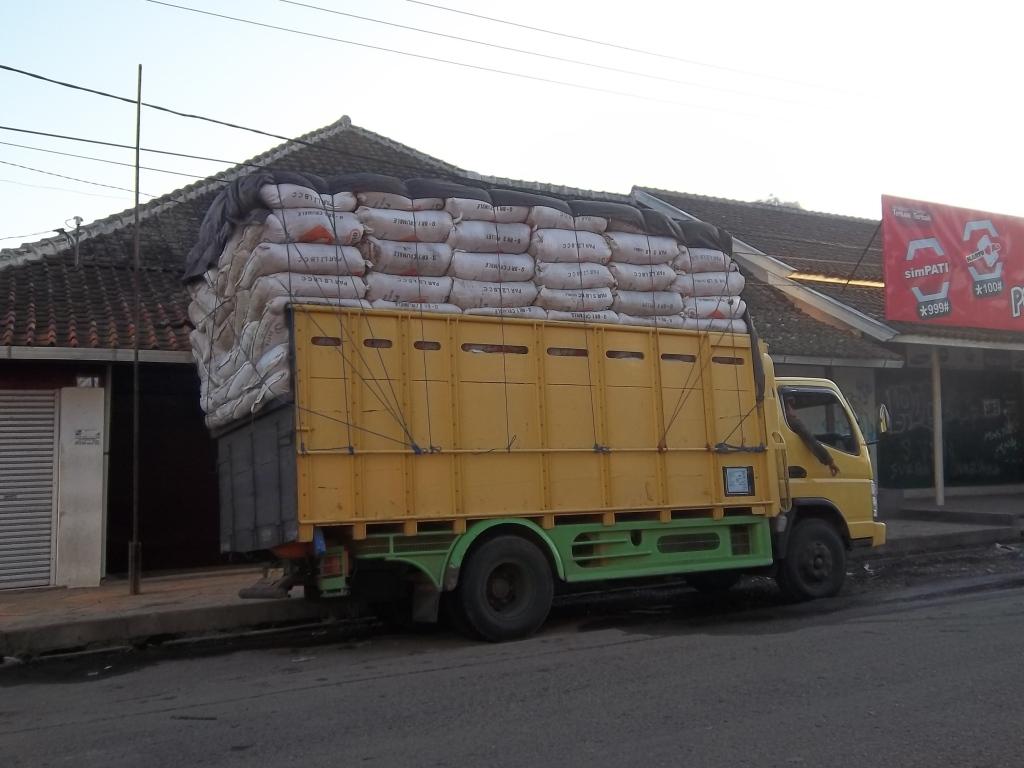 Contoh Transporter, Pengangkut Produk Pertanian