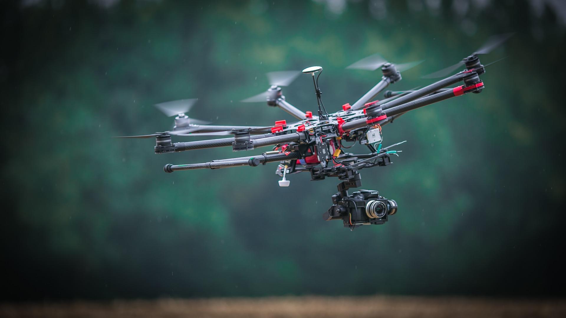 Menggunakan drone untuk memeriksa irigasi