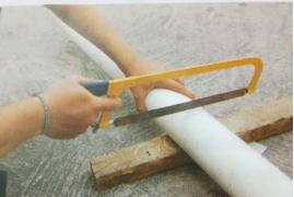 Memotong Pipa PVC
