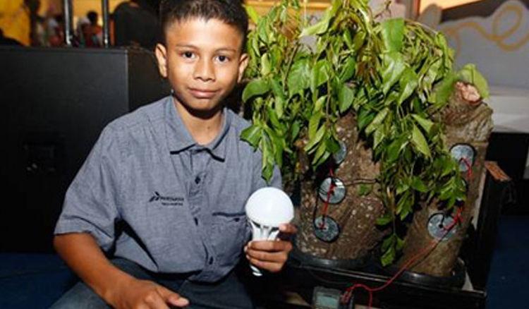 Naufal membuat listrik dari pohon kedondong