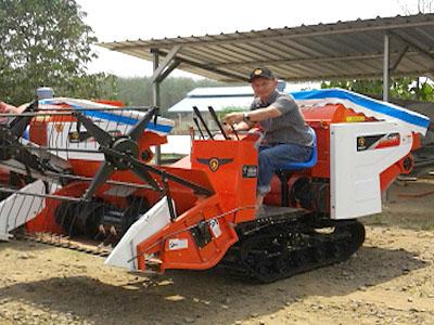 Mesin Pemanen Padi Indo Combine Harvester