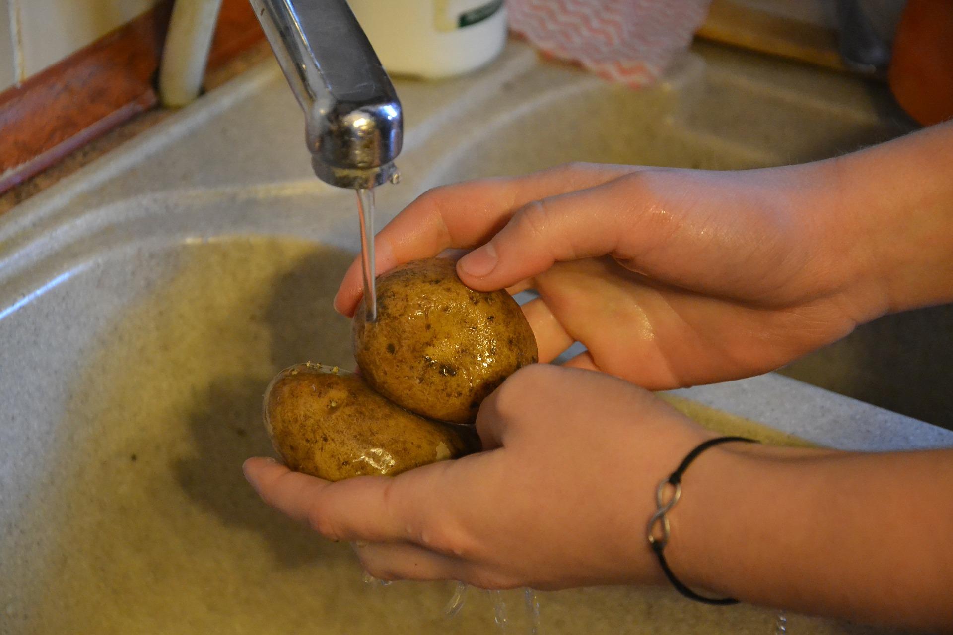 Pentingnya mencuci buah dan sayur sebelum dikonsumsi